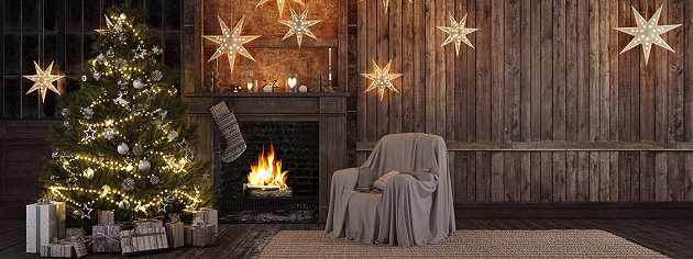 Weihnachtsbaum mit Lichterkette und weitere Weihnachtsbeleuchtung