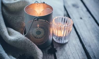 Kerzen als Winterdekoration