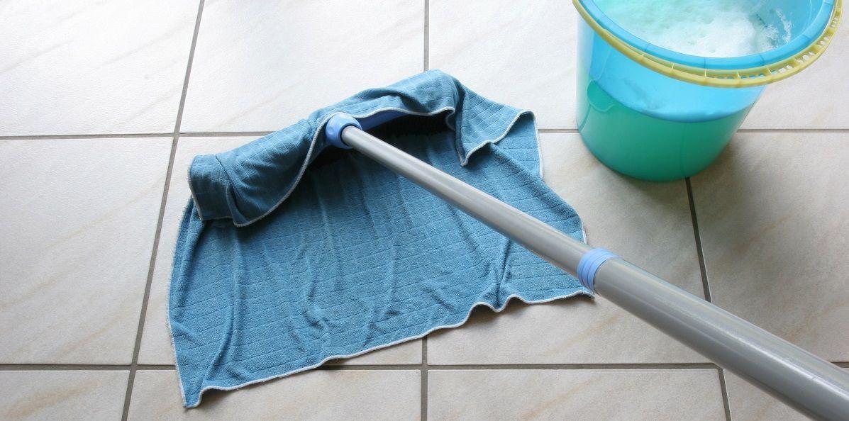 Bekannt Fliesen reinigen, Wandfliesen & Bodenfliesen putzen ohne Streifen YS05