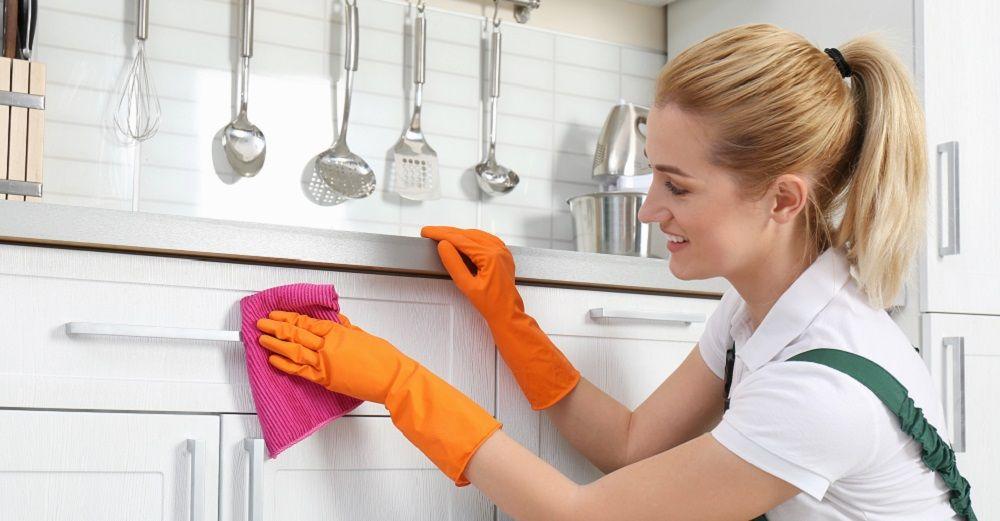 Küchenmöbel reinigen, Tipps für Kunststoff, Holz, Glas, Edelstahl