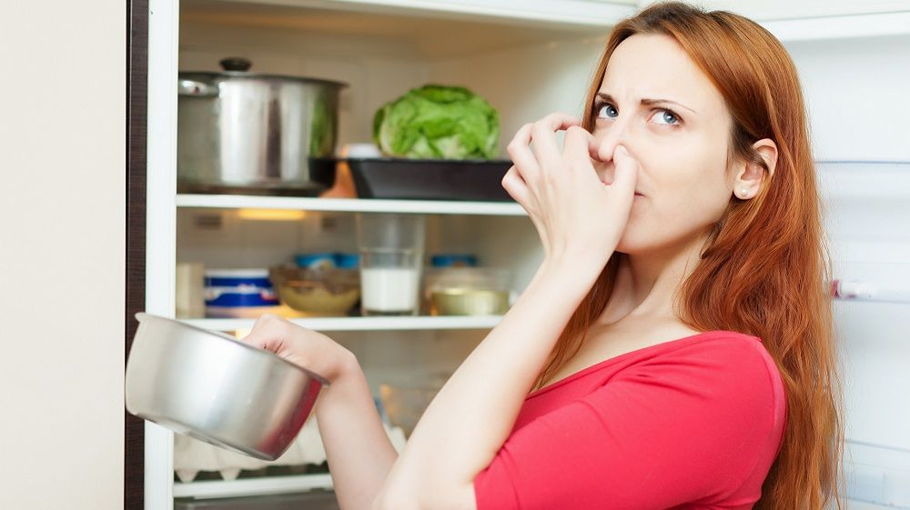 Schlechten Geruch im Kühlschrank bekämpfen ...